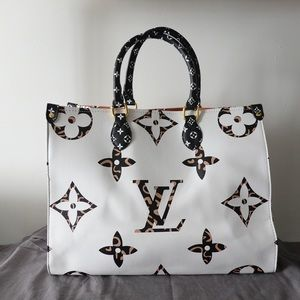 Louis Vuitton onthego 16 x 14 x 7.5 white